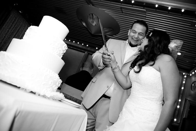 0713-111029-veronica-enrique-wedding-©8twenty8_Studios