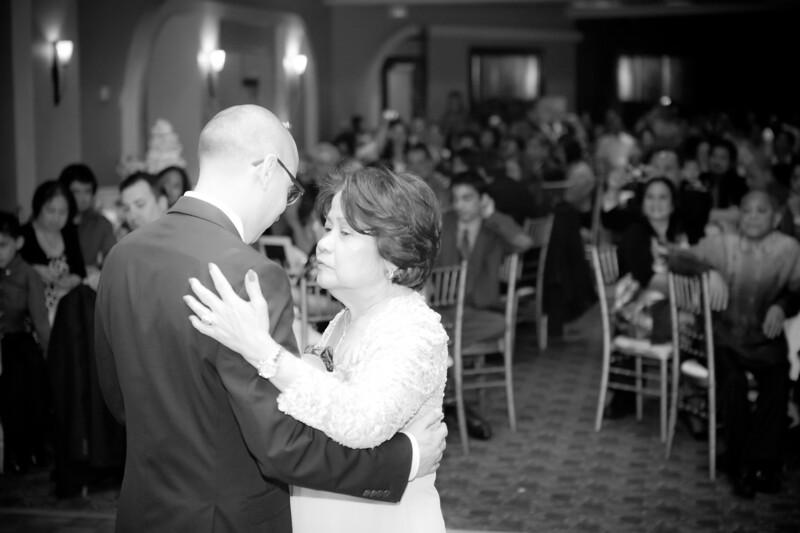 0713-120428-suzie-mark-wedding-©8twenty8-Studios