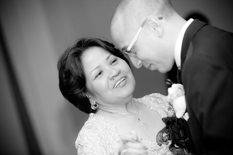 0716-120428-suzie-mark-wedding-©8twenty8-Studios