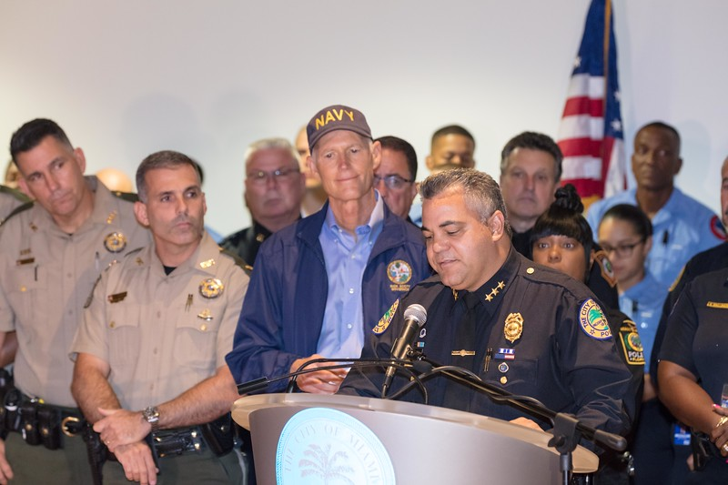 Gov _Rick_Scott_thanks_the_first_responders_-1751