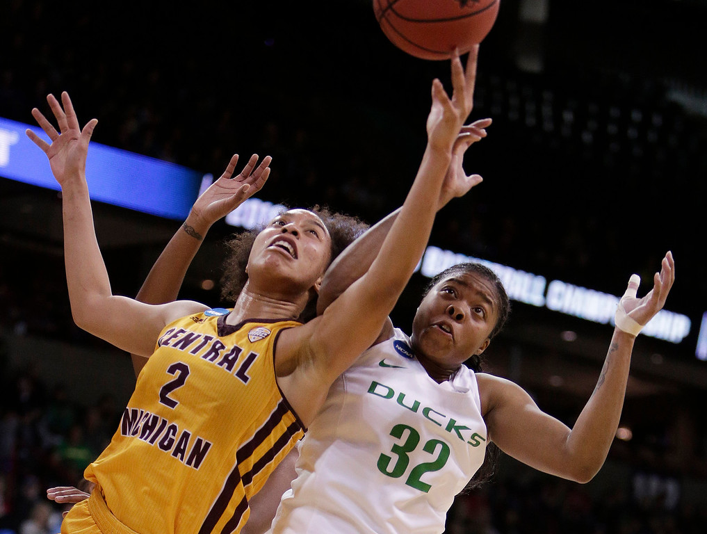 . Central Michigan forward Tinara Moore (2) and Oregon forward Oti Gildon (32) go after the ball during the second half in a regional semifinal at the NCAA women\'s college basketball tournament, Saturday, March 24, 2018, Spokane, Wash. Oregon won 83-69. (AP Photo/Young Kwak)