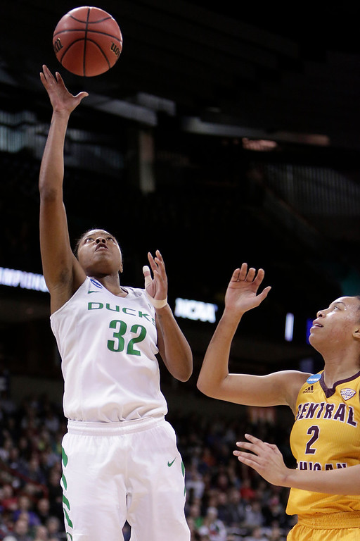. Oregon forward Oti Gildon (32) shoots in front of Central Michigan forward Tinara Moore (2) during the second half in a regional semifinal at the NCAA women\'s college basketball tournament, Saturday, March 24, 2018, Spokane, Wash. Oregon won 83-69. (AP Photo/Young Kwak)