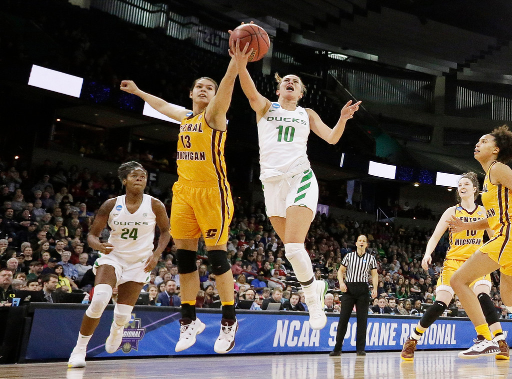 . Oregon guard Lexi Bando (10) shoots while pressured by Central Michigan forward Reyna Frost (13) during the second half in a regional semifinal at the NCAA women\'s college basketball tournament, Saturday, March 24, 2018, Spokane, Wash. Oregon won 83-69. (AP Photo/Young Kwak)