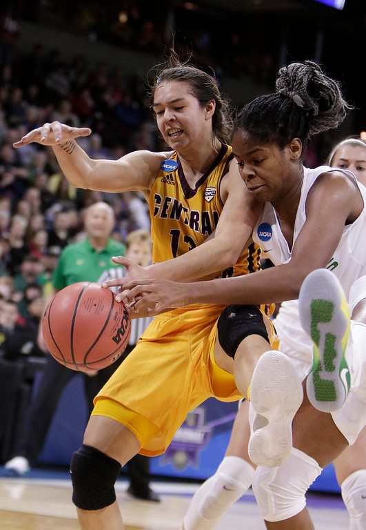 . Central Michigan forward Reyna Frost, left, and Oregon forward Ruthy Hebard, right, go after the ball during the first half in a regional semifinal at the NCAA women\'s college basketball tournament, Saturday, March 24, 2018, Spokane, Wash. (AP Photo/Young Kwak)