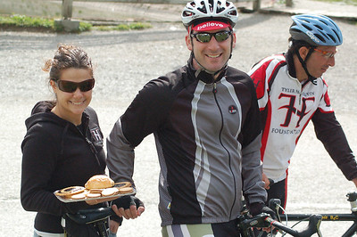 Stage 5 - Photo 2 Natalie Payne serves her husband and other cyclists pastries on top of the Col de Aravis @2006 Deirdre Moynihan (dmoynihan.smugmug.com )