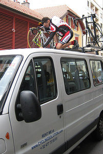 Ride leader Larry Vuolo secures our rentals on top of the van.