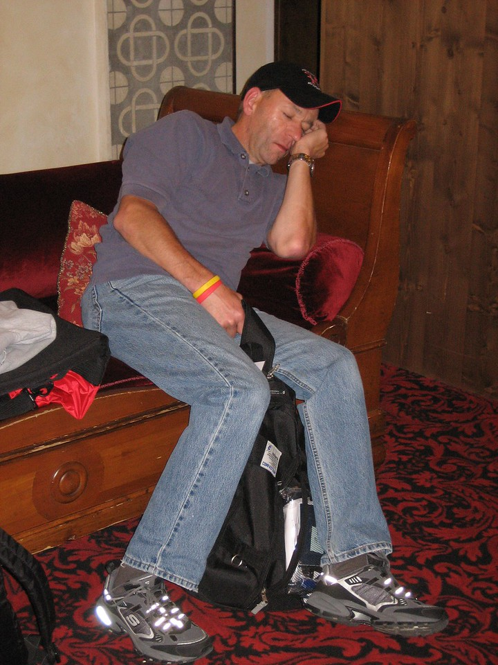 The morning after (Wed, Sep 12): Mark takes a little snooze in the lobby while waiting for the 4:30 a.m. shuttle.