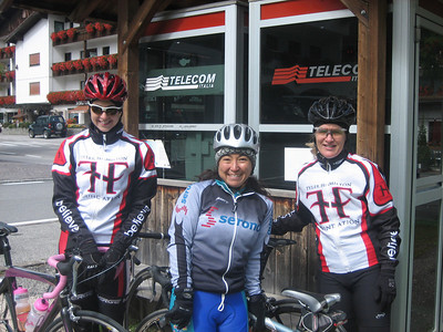 Stage 1: Tammy, Christine, and Kathie at the lunch stop.