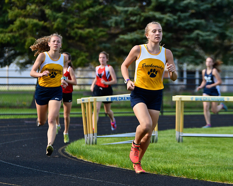 Breckenridge boys and Sacred Heart Academy girls won the Mid-State Activities Conference #1 meet at Breckenridge Wednesday, April 26, 2017. (MIPrepZone photo gallery by Skip Traynor)