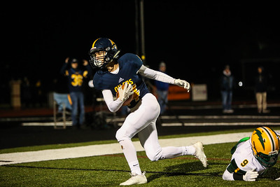 Mt. Pleasant's Carter Nostrant (14) catches a pass in the endzone for a touchdown against Midland Dow's Nick Parker (9) Friday, Oct. 12, 2018. Final 14-10 Mt. Pleasant. (PHOTOS BY KEN KADWELL--FOR MORNINGSUN.COM).