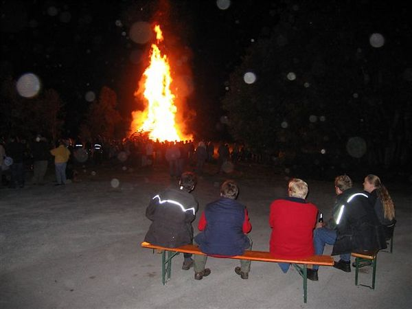 On friday there was a midsummer-fire at the lakeside near the campingplace..