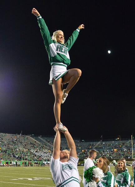 cheerleaders2700