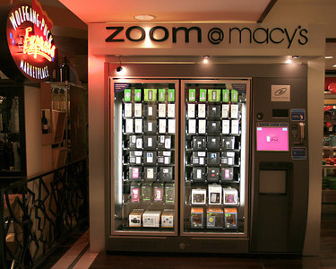 Zoom-zoom-zoom.....  The i-pod vending machine !!!   Located in the San Francisco Macy's   i-pods, accessories .....tout que vous voulez !