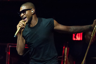 USHER performing LIVE at Marquee New York