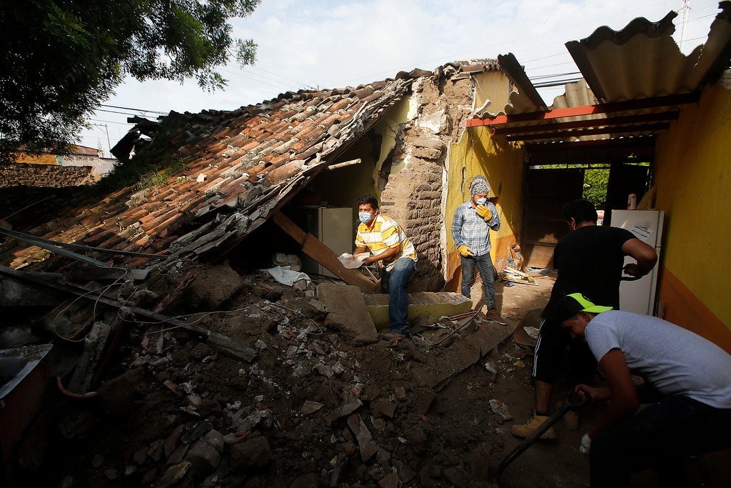 . Residents salvage personal items from a home damaged in a 7.1 earthquake, in Jojutla, Morelos state, Mexico, Wednesday, Sept. 20, 2017. Police, firefighters and ordinary Mexicans are digging frantically through the rubble of collapsed schools, homes and apartment buildings, looking for survivors of Mexico\'s deadliest earthquake in decades as the number of confirmed fatalities climbs. (AP Photo/Eduardo Verdugo)