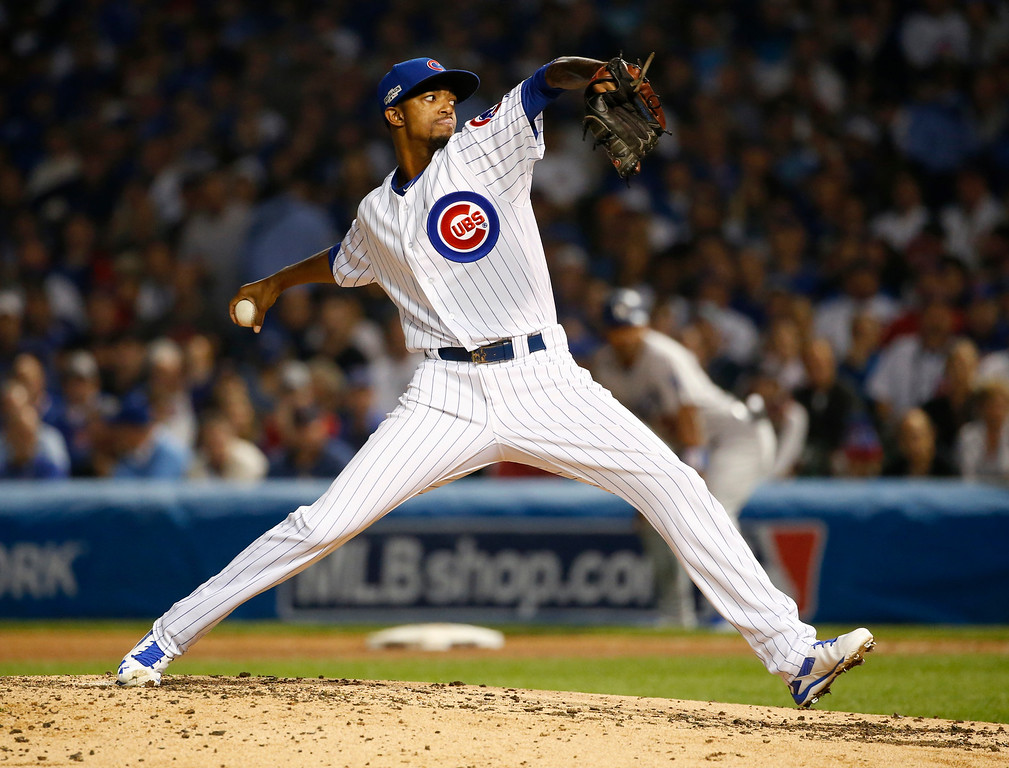 . Chicago Cubs relief pitcher Carl Edwards (6) throws during the sixth inning of Game 2 of the National League baseball championship series against the Los Angeles Dodgers, Sunday, Oct. 16, 2016, in Chicago. (AP Photo/Nam Y. Huh)