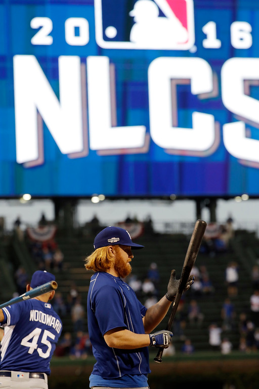 . Los Angeles Dodgers\' Justin Turner (10) warms up before Game 2 of the National League baseball championship series against the Chicago Cubs, Sunday, Oct. 16, 2016, in Chicago. (AP Photo/David J. Phillip)