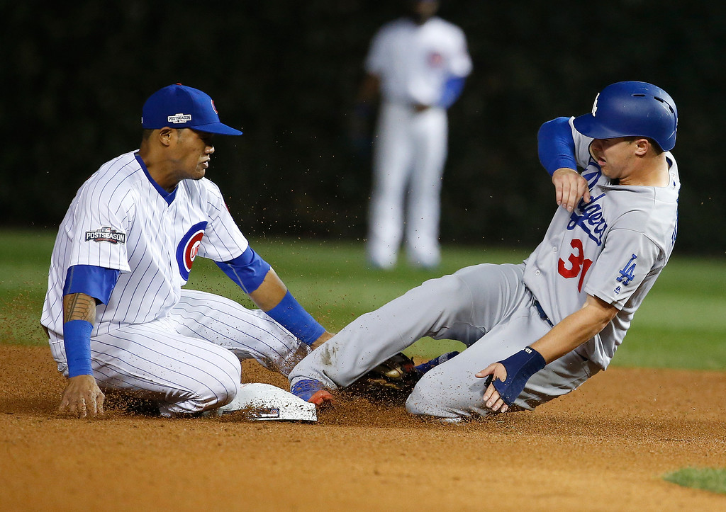 . Los Angeles Dodgers\' Joc Pederson (31) steals second base as Chicago Cubs shortstop Addison Russell applies a late tag during the ninth inning of Game 2 of the National League baseball championship series Sunday, Oct. 16, 2016, in Chicago. (AP Photo/Nam Y. Huh)