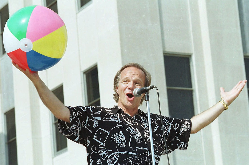 """. Musician Bobby Vee sings his hit \""""Rubber Ball\"""" after accepting the Theodore Roosevelt Rough Rider Award at the North Dakota Capitol on Sunday, June 20, 1999 in Bismarck, ND. The award is the state\'s higest honor. (AP Photo/Will Kincaid)"""