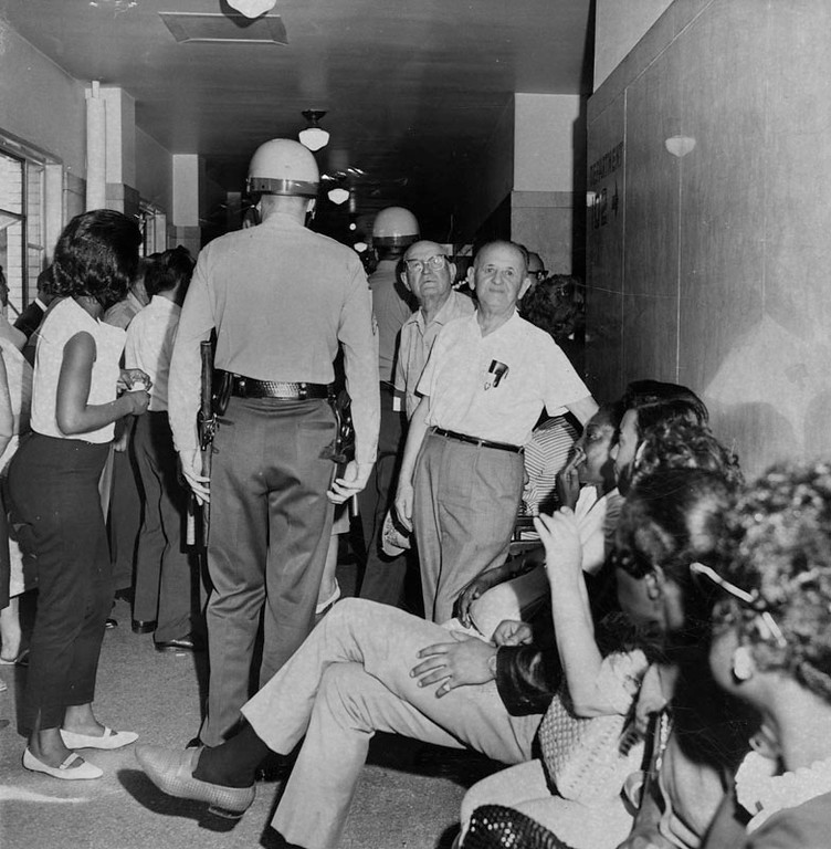 . Crowds jam Hall of Justice corridors for riots hearings. Photograph dated August 19, 1965. (Los Angeles Public Library)