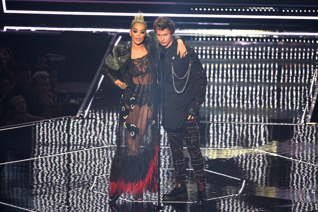 . NEW YORK, NY - AUGUST 28:  Rita Ora and Ansel Elgort present onstage during the 2016 MTV Video Music Awards at Madison Square Garden on August 28, 2016 in New York City.  (Photo by Jason Kempin/Getty Images)