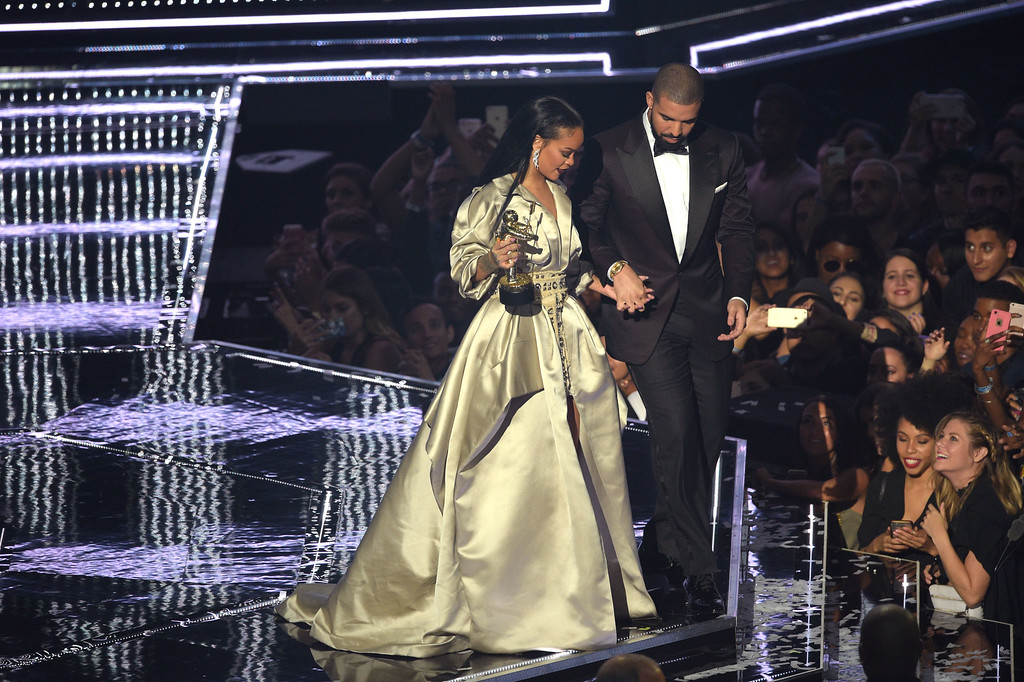 . NEW YORK, NY - AUGUST 28:  Drake presents the Video Vanguard award to Rihanna onstage during the 2016 MTV Music Video Awards at Madison Square Gareden on August 28, 2016 in New York City.  (Photo by Jason Kempin/Getty Images)