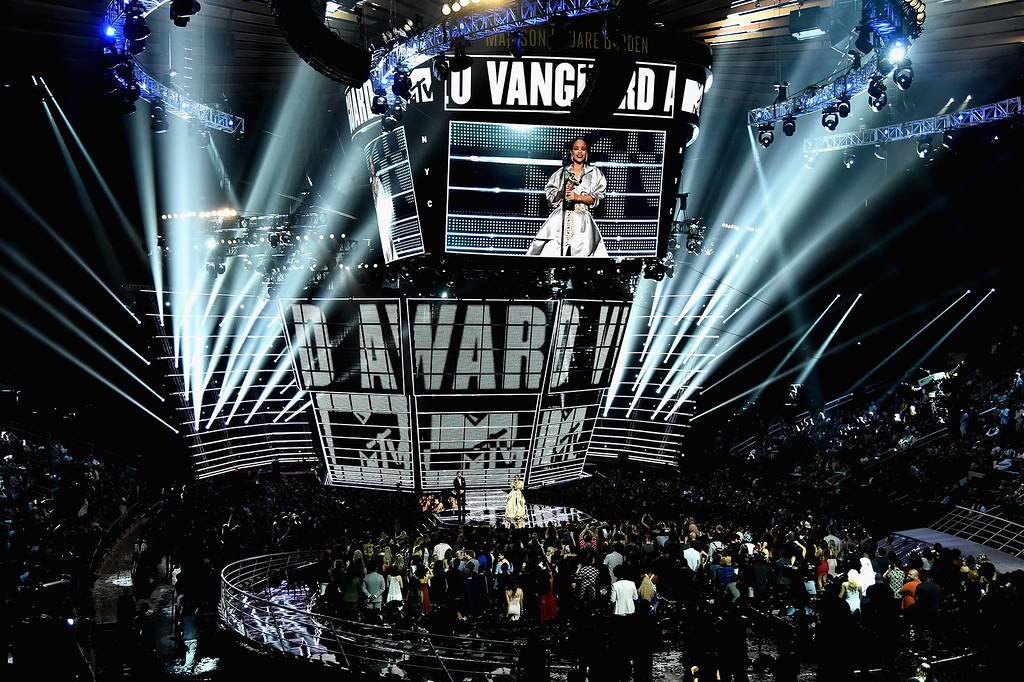 . NEW YORK, NY - AUGUST 28:  Rihanna accepts the Video Vanguard award onstage during the 2016 MTV Music Video Awards at Madison Square Gareden on August 28, 2016 in New York City.  (Photo by Michael Loccisano/Getty Images)