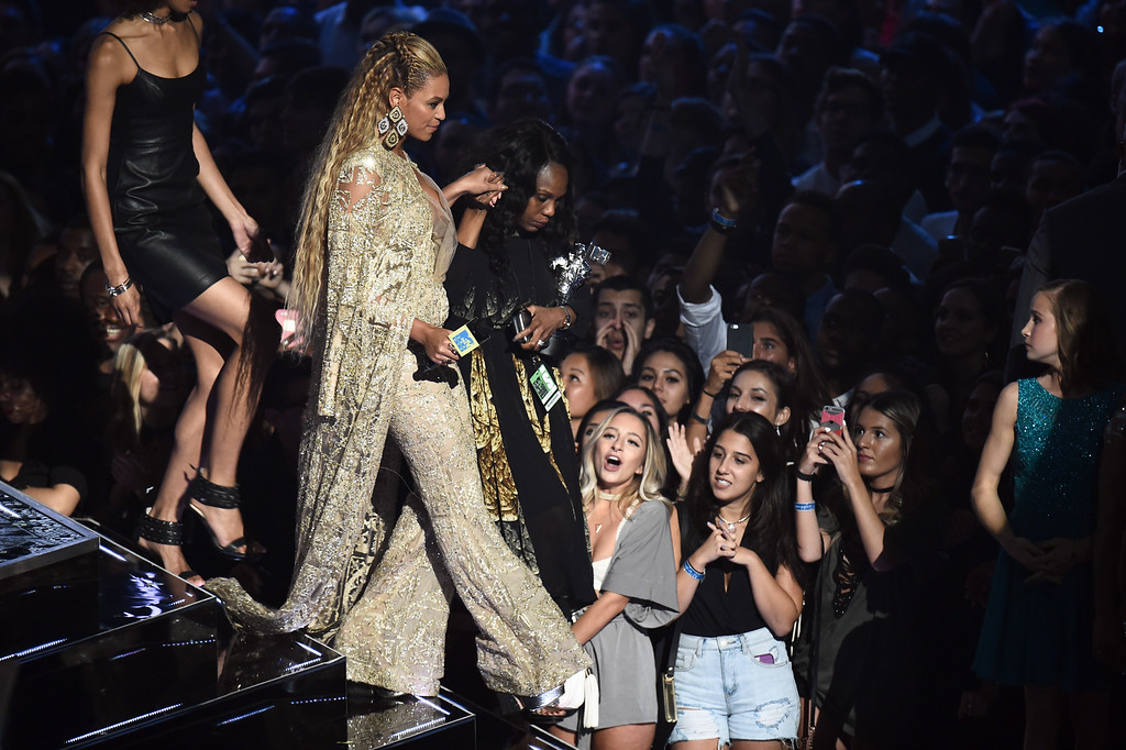 . NEW YORK, NY - AUGUST 28:  Beyonce accepts an award onstage during the 2016 MTV Music Video Awards at Madison Square Gareden on August 28, 2016 in New York City.  (Photo by Michael Loccisano/Getty Images)