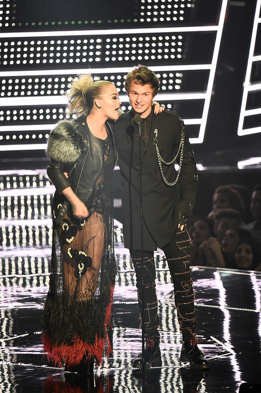 . NEW YORK, NY - AUGUST 28:  Rita Ora and Ansel Elgort present onstage during the 2016 MTV Video Music Awards at Madison Square Garden on August 28, 2016 in New York City.  (Photo by Michael Loccisano/Getty Images)