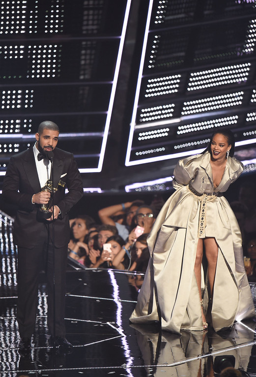 . NEW YORK, NY - AUGUST 28:  Drake presents Rihanna with the The Video Vanguard Award during the 2016 MTV Video Music Awards at Madison Square Garden on August 28, 2016 in New York City.  (Photo by Michael Loccisano/Getty Images)