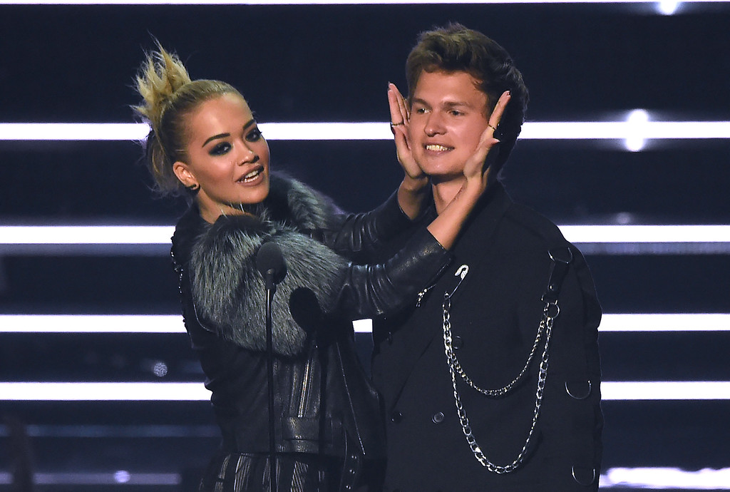. Rita Ora, left, and Ansel Elgort introduce a performance by Nick Jonas at the MTV Video Music Awards at Madison Square Garden on Sunday, Aug. 28, 2016, in New York. (Photo by Charles Sykes/Invision/AP)