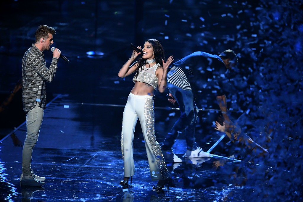 . Andrew Taggart and Halsey performs on stage during the 2016 MTV Video Music Award at the Madison Square Garden in New York on August 28, 2016.  (JEWEL SAMAD/AFP/Getty Images)