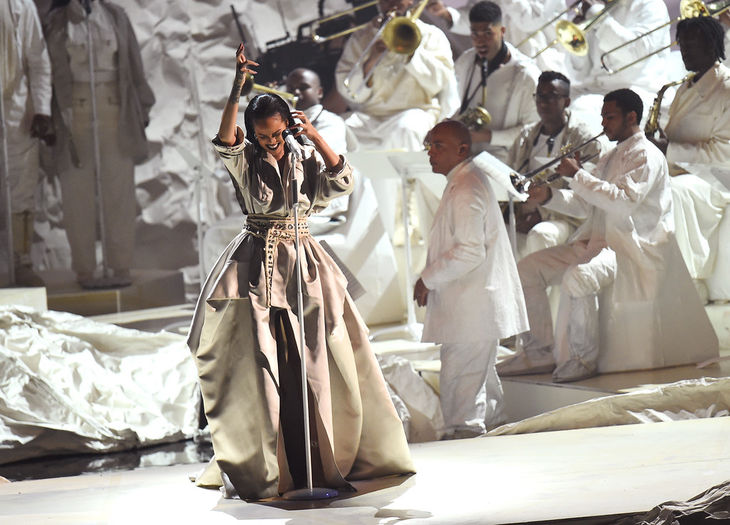 . NEW YORK, NY - AUGUST 28:  Rihanna performs onstage during the 2016 MTV Video Music Awards at Madison Square Garden on August 28, 2016 in New York City.  (Photo by Michael Loccisano/Getty Images)