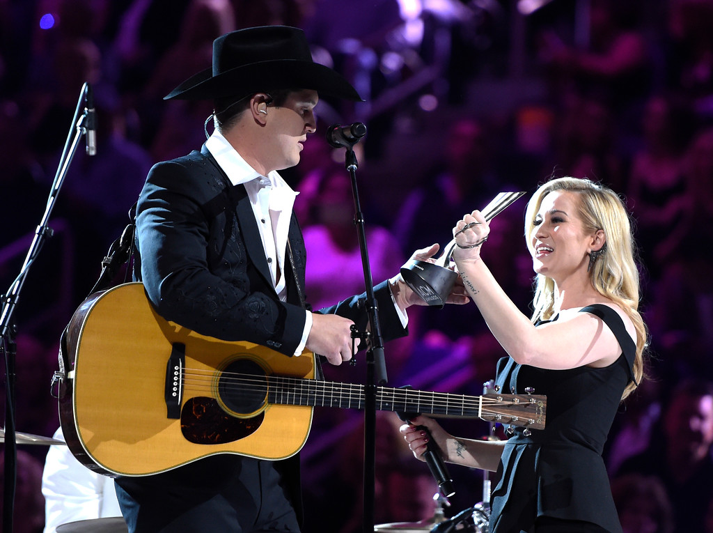 . Kellie Pickler, right, presents Jon Pardi with the award for new male vocalist of the year at the 52nd annual Academy of Country Music Awards at the T-Mobile Arena on Sunday, April 2, 2017, in Las Vegas. (Photo by Chris Pizzello/Invision/AP)