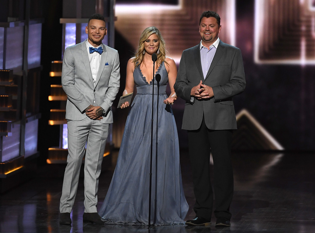 . LAS VEGAS, NV - APRIL 02:  (L-R) Recording artist Kane Brown, recording artist Lauren Alaina, and radio personallity Storme Warren speak onstage during the 52nd Academy Of Country Music Awards at T-Mobile Arena on April 2, 2017 in Las Vegas, Nevada.  (Photo by Ethan Miller/Getty Images)