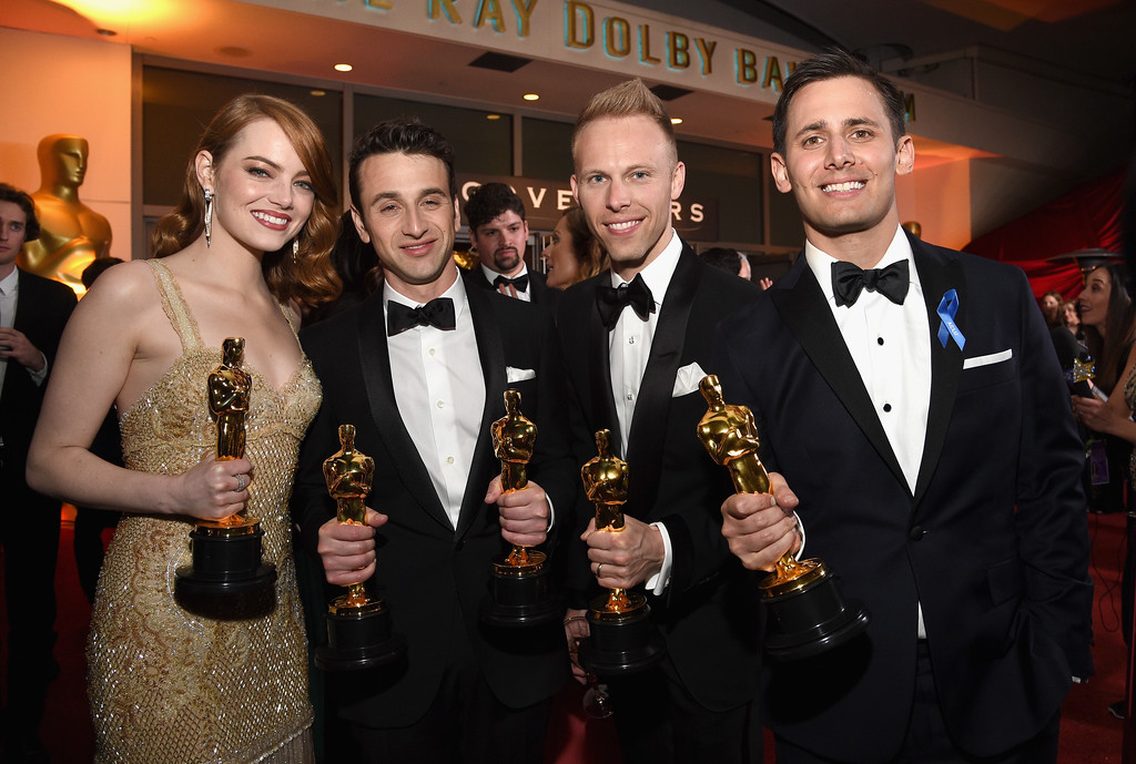 . HOLLYWOOD, CA - FEBRUARY 26:  (L-R) Actor Emma Stone, winner of the award for Actress in a Leading Role for \'La La Land,\' and composers Justin Hurwitz, Justin Paul and Benj Pasek, winners of the award for Music (Original Song) for \'City of Stars\' from \'La La Land,\' attend the 89th Annual Academy Awards Governors Ball at Hollywood & Highland Center on February 26, 2017 in Hollywood, California.  (Photo by Kevork Djansezian/Getty Images)