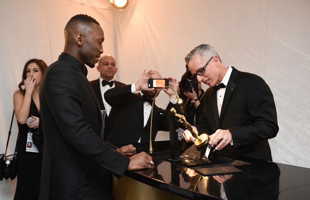 """. Mahershala Ali, left, the winner of the award for Actor in a Supporting Role for \""""Moonlight\"""" get his award engraved at the Governors Ball after the Oscars on Sunday, Feb. 26, 2017, at the Dolby Theatre in Los Angeles. (Photo by Al Powers/Invision/AP)"""