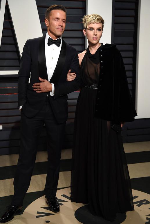 . Joe Machota, left, and Scarlett Johansson arrive at the Vanity Fair Oscar Party on Sunday, Feb. 26, 2017, in Beverly Hills, Calif. (Photo by Evan Agostini/Invision/AP)