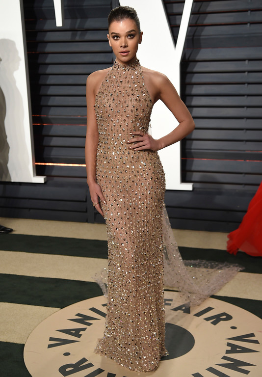 . Hailee Steinfeld arrives at the Vanity Fair Oscar Party on Sunday, Feb. 26, 2017, in Beverly Hills, Calif. (Photo by Evan Agostini/Invision/AP)