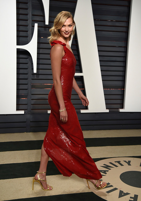 . Karlie Kloss arrives at the Vanity Fair Oscar Party on Monday, Feb. 27, 2017, in Beverly Hills, Calif. (Photo by Evan Agostini/Invision/AP)