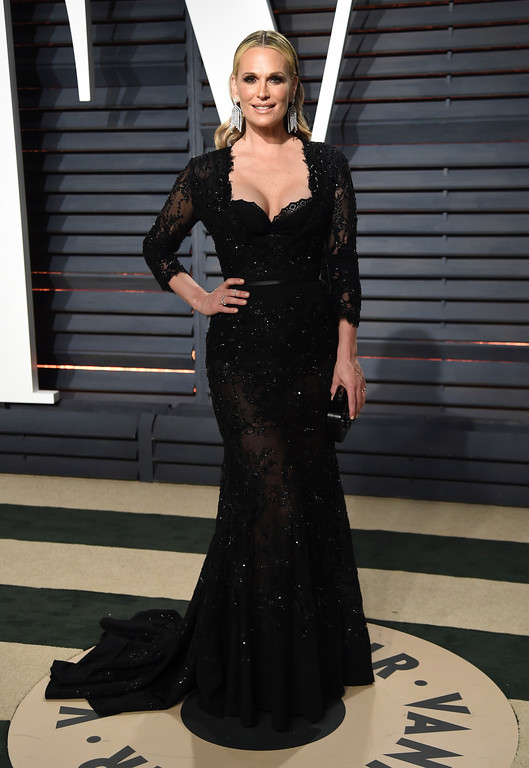 . Molly Sims arrives at the Vanity Fair Oscar Party on Sunday, Feb. 26, 2017, in Beverly Hills, Calif. (Photo by Evan Agostini/Invision/AP)