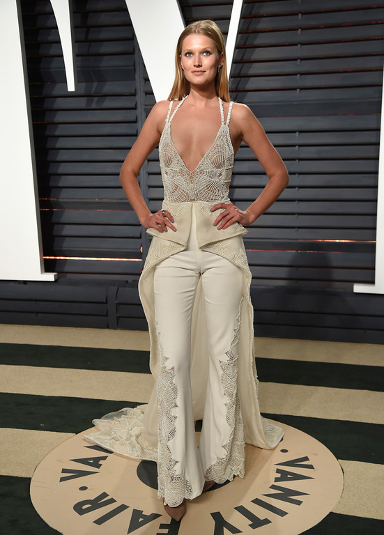 . Toni Garrn arrives at the Vanity Fair Oscar Party on Monday, Feb. 27, 2017, in Beverly Hills, Calif. (Photo by Evan Agostini/Invision/AP)