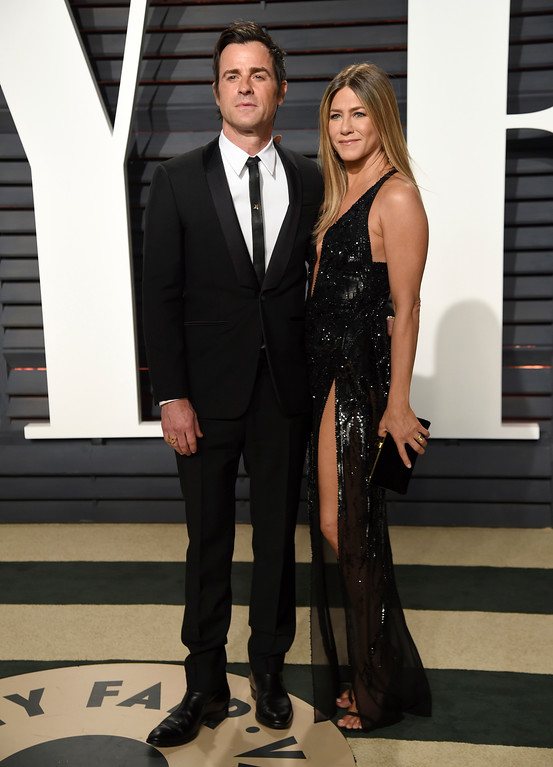 . Justin Theroux, left, and Jennifer Aniston arrive at the Vanity Fair Oscar Party on Sunday, Feb. 26, 2017, in Beverly Hills, Calif. (Photo by Evan Agostini/Invision/AP)