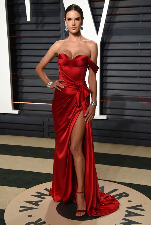 . Alessandra Ambrosio arrives at the Vanity Fair Oscar Party on Monday, Feb. 27, 2017, in Beverly Hills, Calif. (Photo by Evan Agostini/Invision/AP)