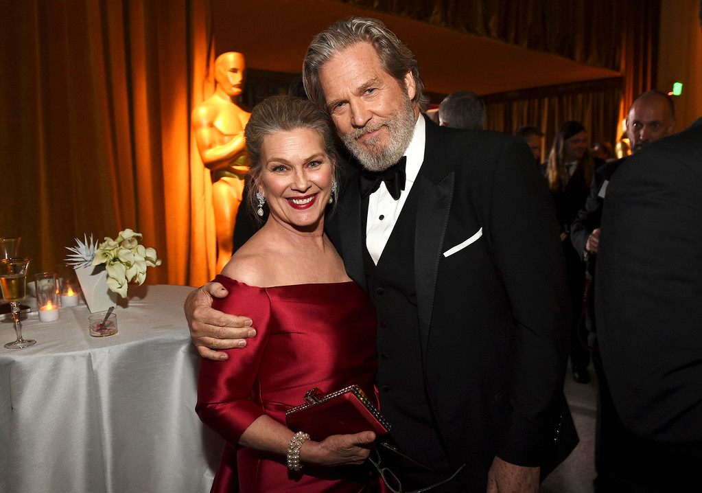 . Susan Geston, left, and Jeff Bridges attend the Governors Ball after the Oscars on Sunday, Feb. 26, 2017, at the Dolby Theatre in Los Angeles. (Photo by Al Powers/Invision/AP)