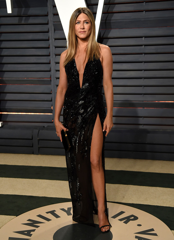 . Jennifer Aniston arrives at the Vanity Fair Oscar Party on Sunday, Feb. 26, 2017, in Beverly Hills, Calif. (Photo by Evan Agostini/Invision/AP)