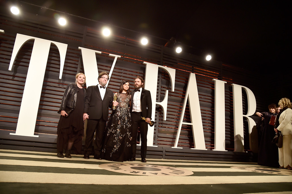 . BEVERLY HILLS, CA - FEBRUARY 26:  (L-R) Actress J. Smith-Cameron, writer-director Kenneth Lonergan, actor Floriana Lima, and actor Casey Affleck attend the 2017 Vanity Fair Oscar Party hosted by Graydon Carter at Wallis Annenberg Center for the Performing Arts on February 26, 2017 in Beverly Hills, California.  (Photo by Pascal Le Segretain/Getty Images)