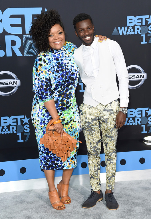 . Yvette Nicole Brown, left, and Bernard David Jones arrive at the BET Awards at the Microsoft Theater on Sunday, June 25, 2017, in Los Angeles. (Photo by Richard Shotwell/Invision/AP)