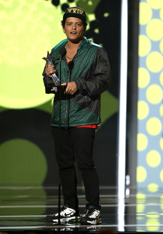 . Bruno Mars accepts the award for best male R&B/pop artist at the BET Awards at the Microsoft Theater on Sunday, June 25, 2017, in Los Angeles. (Photo by Matt Sayles/Invision/AP)