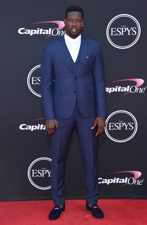 . NFL football player Jason Pierre-Paul, of the New York Giants, arrives at the ESPYS at the Microsoft Theater on Wednesday, July 12, 2017, in Los Angeles. (Photo by Jordan Strauss/Invision/AP)